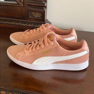 Rose pink suede Puma sneakers